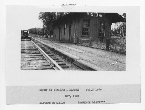 Photograph of the Santa Fe Railway depot at Vinland, Kansas, 1931