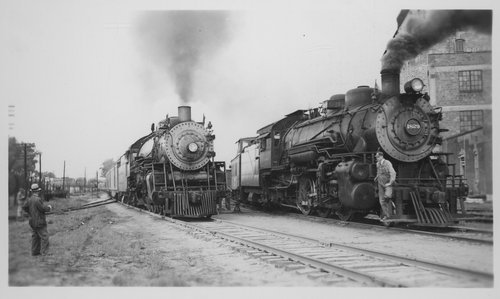 Atchison, Topeka and Santa Fe trains, Topeka, Kansas - Page