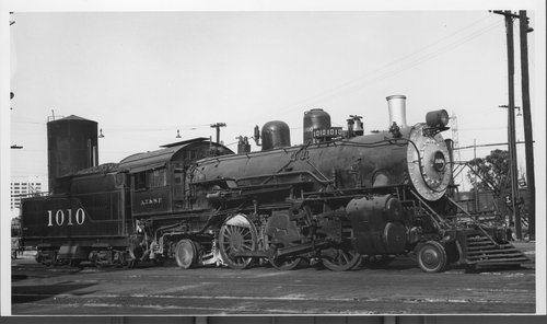Atchison, Topeka & Santa Fe steam engine 1010 at Los Angeles, California - Page