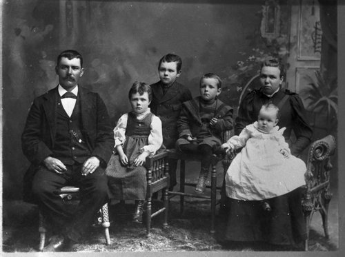 L. O. Sutton family, Cave, Kansas - Page