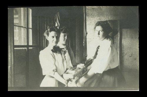 Employees of Smith automobiles, Topeka, Kansas - Page