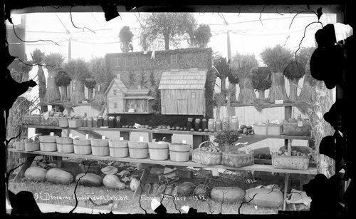 I.L. Diesem's individual agricultural exhibit, fair, Finney County, Kansas - Page