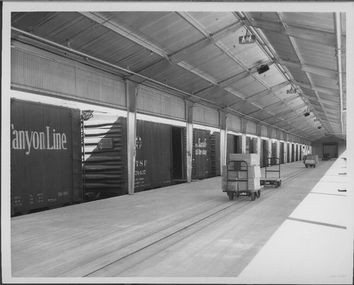 Atchison, Topeka & Santa Fe Railway freight house, Dallas, Texas - Page