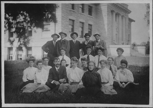 Photo of a Washburn University botany class in front of Rice Hall.