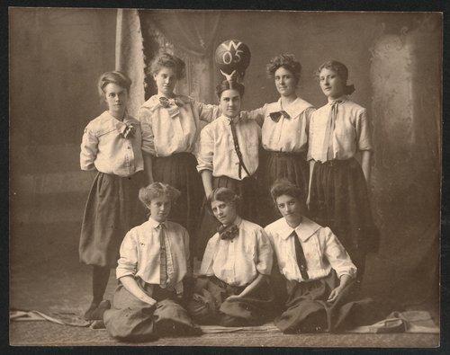 Women's basketball team, Washburn University, Topeka, Kansas - Page
