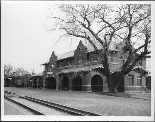 Atchison, Topeka and Santa Fe Railway Company depot and Fred Harvey House, Waynoka, Oklahoma - Page