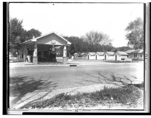 Stevenson's Filling Station, Iola, Kansas - Page