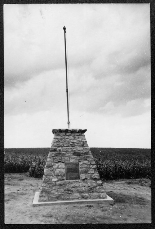 Geographical center of the United States marker, Smith County, Lebanon, Kansas - Page