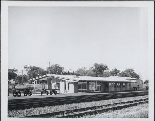Atchison, Topeka and Santa Fe Railway Company depot, Ottawa, Kansas - Page