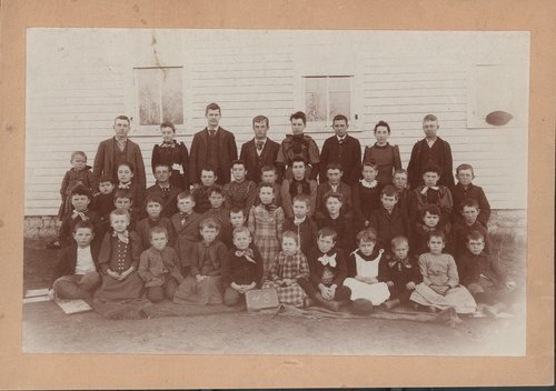 Class photograph from District 43 in Franklin County, 1893.