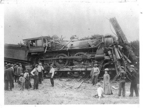 Atchison, Topeka & Santa Fe Railway wreck, Topeka, Kansas - Page