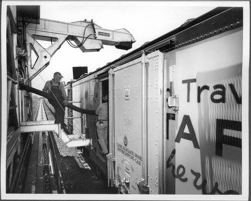 Atchison, Topeka & Santa Fe Railway Company's mechanical icing machine - Page