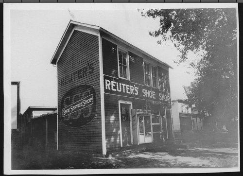 Reuter's Shoe Shop in Topeka, Kansas - Page