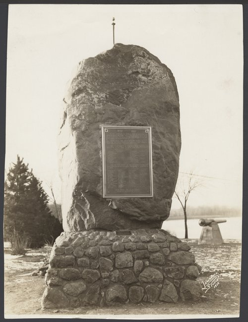 Monument in memory of the pioneers who came to Lawrence, Kansas - Page