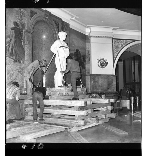 Statehouse statue, Topeka, Kansas - Page