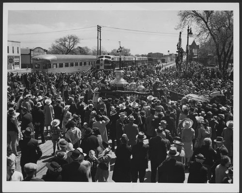 Atchison, Topeka, & Santa Fe Railway Company FT diesel engines, Hutchinson, Kansas - Page