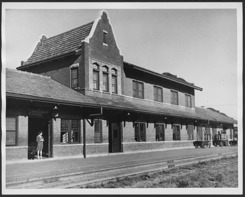Atchison, Topeka & Santa Fe Railway Company depot, Gainesville, Texas - Page