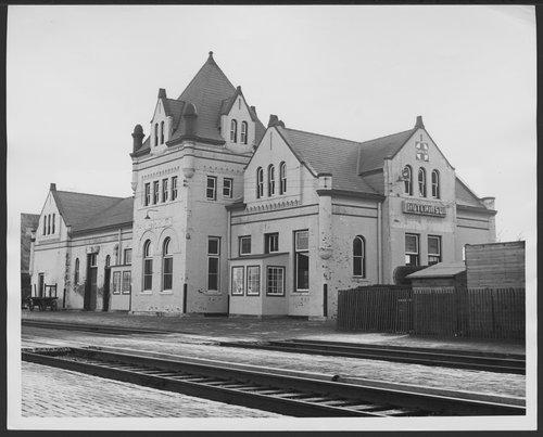 Atchison, Topeka & Santa Fe Railway Company depot, Hutchinson, Kansas - Page