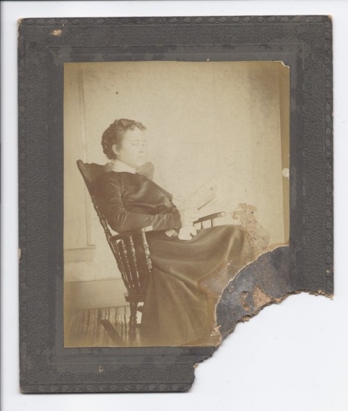 Woman in a rocking chair - Page