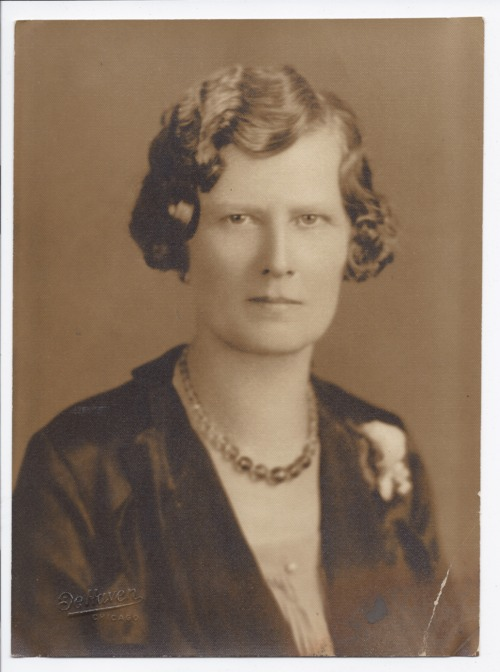 Portrait of a woman - Page