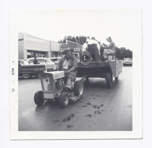 Parade float, Rossville, Kansas - Page