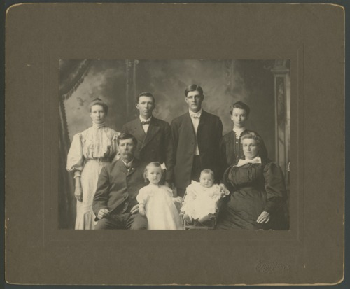 Henry O. and Emma Newton with their children and grand children - Page