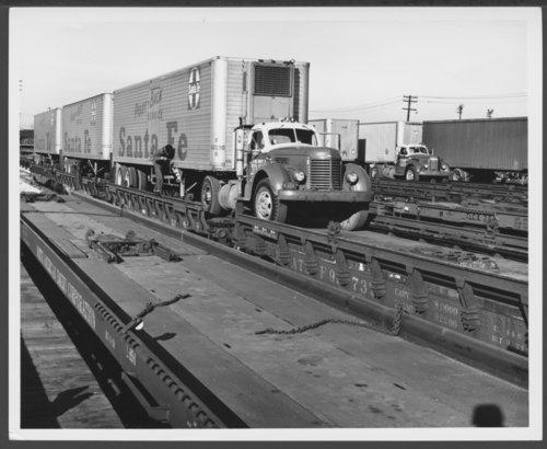 "Atchison, Topeka & Santa Fe Railway Company's ""circus"" loading - Page"