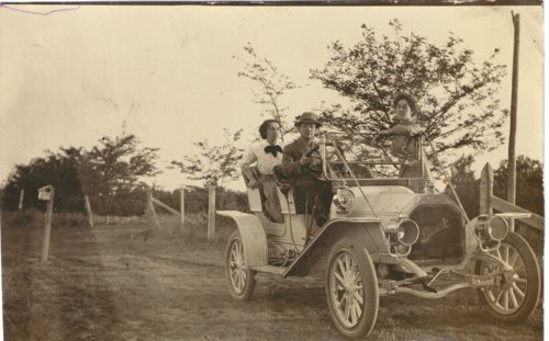 Robert Albin driving Edwin Boyer's Buick near Grainfield, Kansas - Page