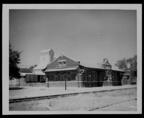 Atchison, Topeka and Santa Fe Railway Company depot, Humboldt, Kansas - Page