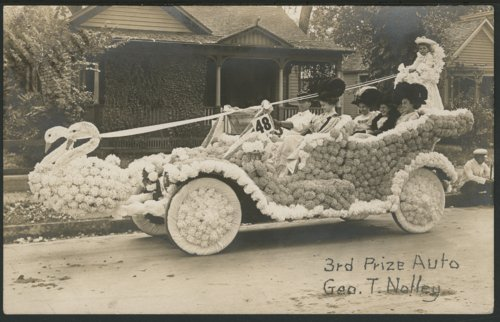 Decorated automobile in Peabody, Kansas - Page