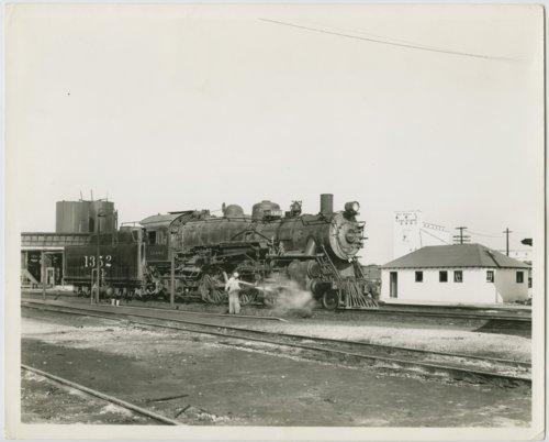 Atchison, Topeka & Santa Fe Railway Company's steam locomotive #1352 - Page