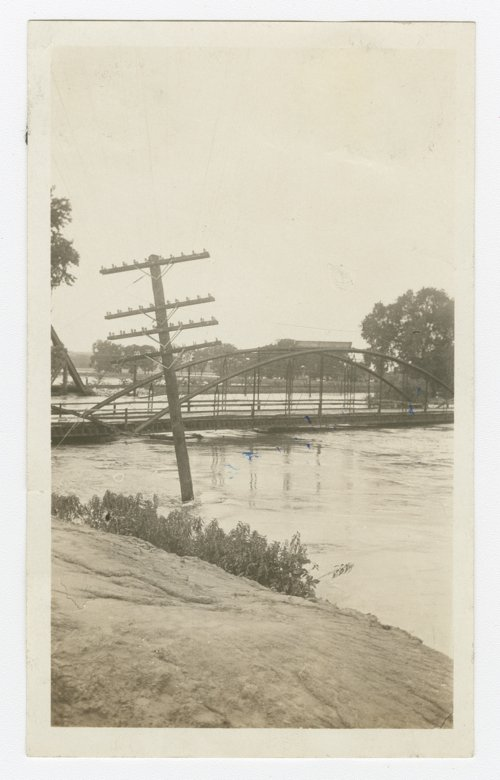 Flood waters at the Delaware River bridge west of Perry, Kansas - Page