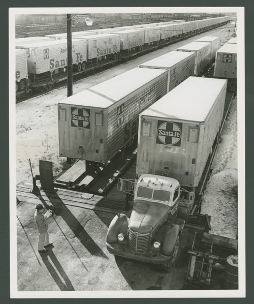 Atchison, Topeka & Santa Fe Railway Company's circus loading - Page