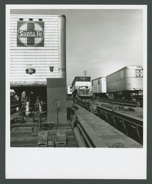 Atchison, Topeka & Santa Fe Railway Company's circus loading - Page