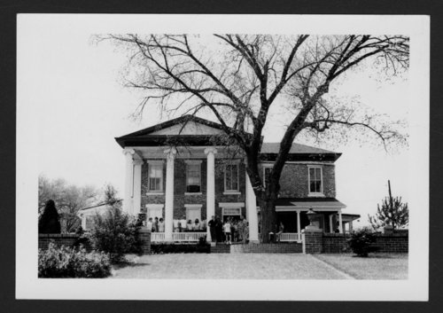 Ward-Meade home and botanical garden in Topeka, Kansas - Page