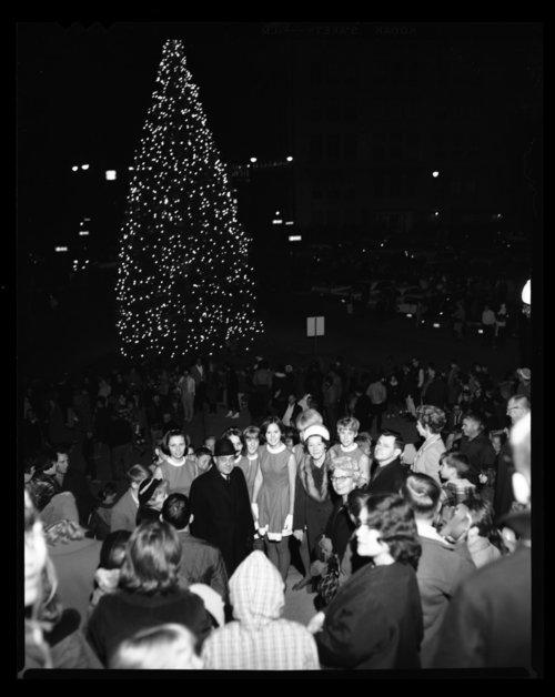 Capitol Christmas tree, Topeka, Kansas - Page