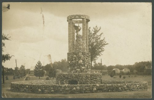 Fountain in the city park in Wamego, Kansas - Page