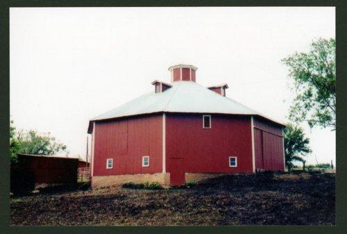 Eight-sided barn on Arlen Kirkwood's farm in Shawnee County, Kansas - Page