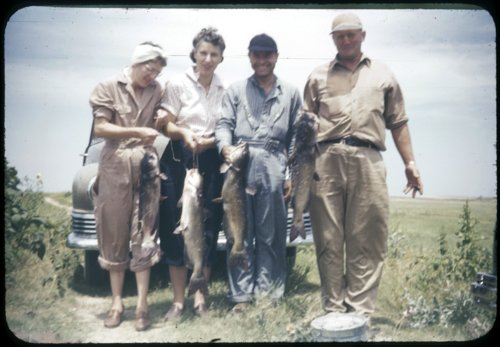 Eva Michaelis, Bertha Havel, Herbert Michaelis and Paul Havel with their fish - Page