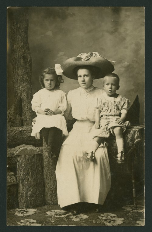 Blanch Whiting Bowen with Helen and Paul Whiting in Mount Hope, Kansas - Page