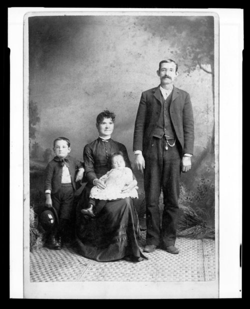 Unidentified family - Page