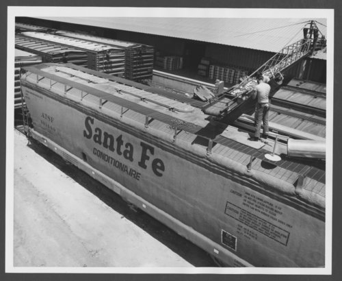 Atchison, Topeka & Santa Fe Railway Company covered hopper conditionaire car - Page
