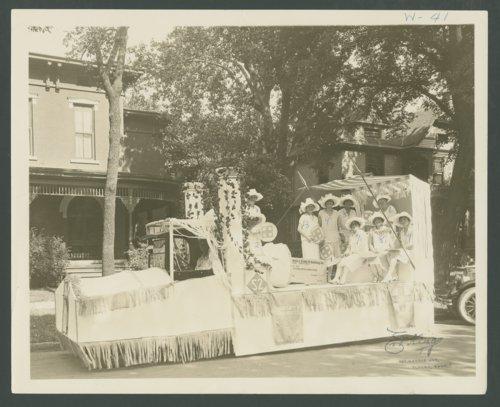 Santa Fe Festival Days float, Topeka, Kansas - Page