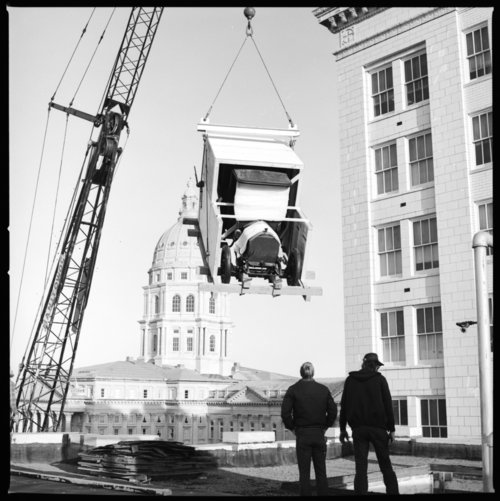 """Moving the """"Great Smith"""" automobile to the new museum, Topeka, Kansas - Page"""