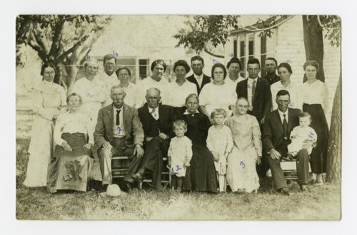 Lanning family gathering at Melvern, Kansas - Page
