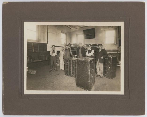 Atchison, Topeka & Santa Fe Railway Company's baggage crew, Topeka, Kansas - Page