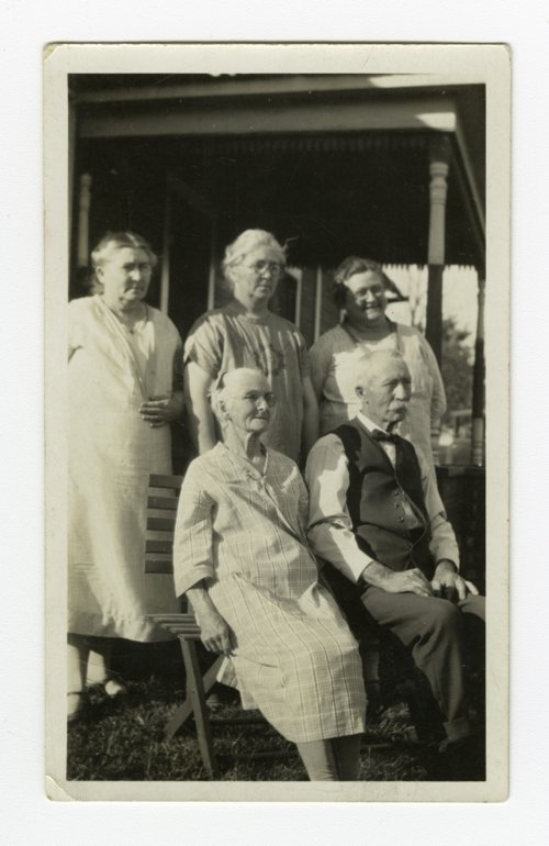 Aaron Lane Lanning and Sarah Emma Preston Lanning with their daughters - Page