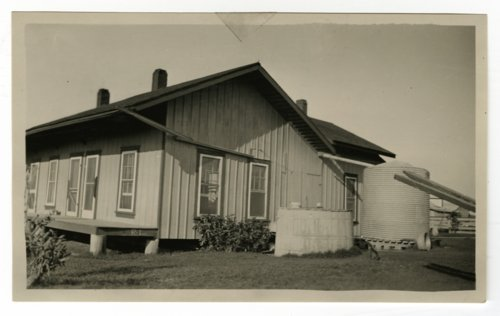 Atchison, Topeka & Santa Fe Railway Company section house, Reinhardt, Texas - Page
