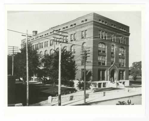 Atchison, Topeka & Santa Fe Railway Company's general office, Topeka, Kansas - Page