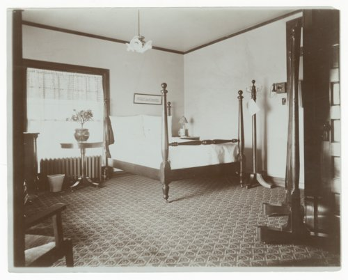 Atchison, Topeka & Santa Fe Railway Company's Fred Harvey Bisonte Hotel, Hutchison, Kansas - Page
